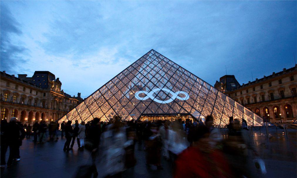 Ночь музеев в Париже 68d1a7436df95aa2d737191d977bff3b.jpg